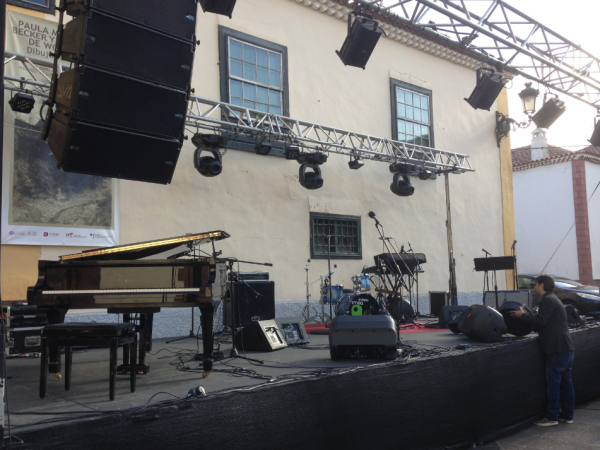 Laguna stage setup